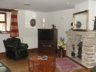 Delph Cottage and Threshings  two properties offering ample accomodation