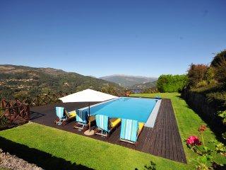 Postimiao Villa Sleeps 6 with Pool and WiFi - 5745284