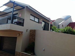 Glenluce Drive Guesthouse - Unit Cork, Fourways
