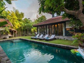 Quiet and luxury 3 BR villa in the heart of Seminyak