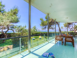 ♥Beachfront♥ 3bdrs 1btr 1WC Fully Equipped Kitchen Terrace Tennis Court Parking, Formia