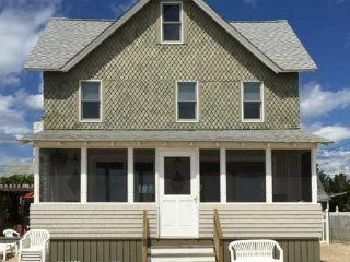 6br - 9 RM WATERFRONT SUMMER COTTAGE FOR RENT ON PRIVATE BEACH, Clinton