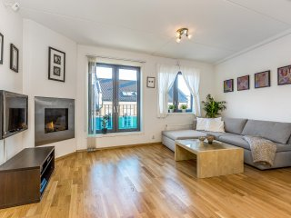 FB47 City Center, 2 BD/2BA, BALCONY, 6PPL