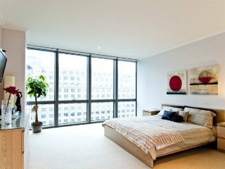 Stunning, Spacious 3 Bedroom Apartment with River and City Views