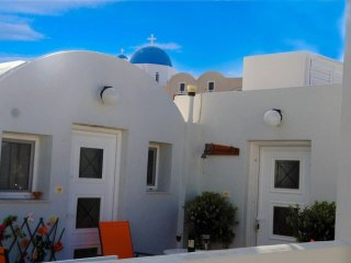 Apartment in Firostefani 20m from famous blue domed church and 50m from Caldera