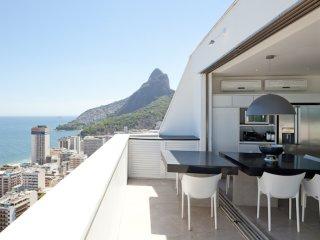 W01.105 - 3 BEDROOM PENTHOUSE IN LEBLON, Rio de Janeiro