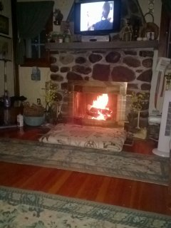 Enjoy a cozy, toasty fire while watching cable tv on the flatscreen. Four tv's in the house; 2 flats