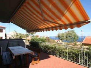 appartamento confortevole e curato con terrazze vista mare arredate  wi fi free