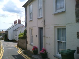Lovely two bedroom cottage in Mousehole close to beach harbour shops bistro pub