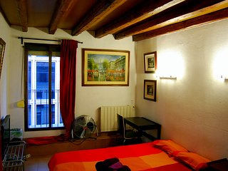 Double Room  CALLAO - SOL - GRAN VIA (Red). WE RENT A ROOM, NOT THE ENTIRE APT., Madrid