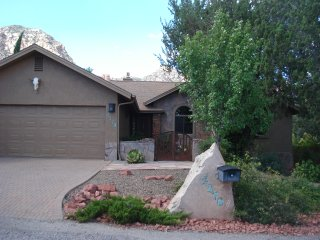 Beautiful Single Family, three bedroom Home in West Sedona with 380 views