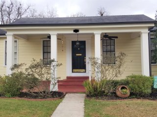 Sunny Cottage in Downtown Lake Charles