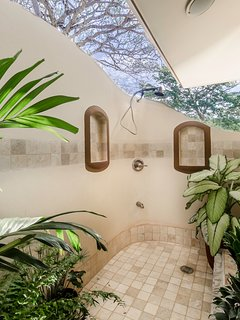 Expansive outdoor shower with views of Paradise Bay