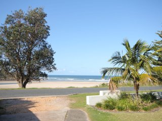 BEACHFRONT 4- 4/12 Bundella Ave LC, Lake Cathie