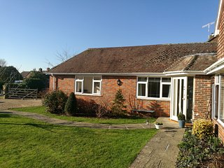 Self contained annexe situated in a quiet close near Goodwood and Chichester.