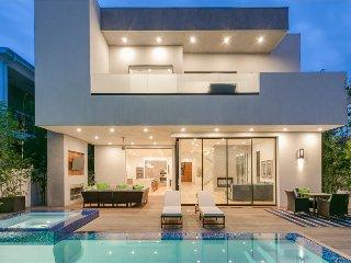 Sherman Oaks Modern Villa