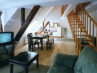 LLAG Luxury Vacation Apartment in Ediger - 1023 sqft, historic, spacious, sauna, Ediger-Eller