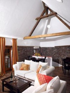LLAG Luxury Vacation Apartment in Ediger - 753 sqft, historic, spacious, sauna, Ediger-Eller