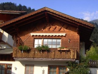Vacation Apartment in Garmisch-Partenkirchen - 990 sqft, quiet yet central