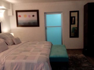 The Basement Suite, ideal couples, centrally located, -10% Dec. 17 - 22