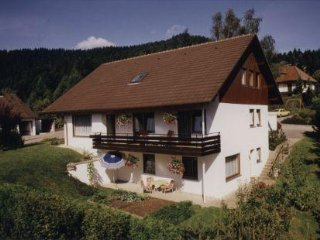 Vacation Apartment in Alpirsbach - 452 sqft, quiet, sunny, comfortable (# 5495)