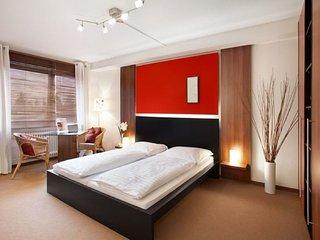 Vacation Apartment in Munich - 290 sqft, hotel service, great location, modern, Eichenau