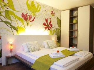 LLAG Luxury Vacation Apartment in Munich - 527 sqft, hotel service, great, Eichenau b Muenchen