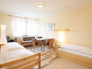 Vacation Apartment in Munich - 269 sqft, hotel service, great location, modern, Eichenau b Muenchen