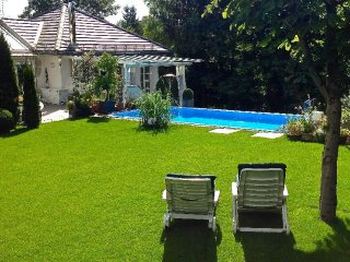 Vacation Apartment in Starnberg - 646 sqft, a few minutes from center, pool may