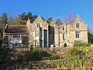 HASLINGTON HOUSE, second floor apartment, wonderful country views, walks from the door, near Malvern, Ref 940966