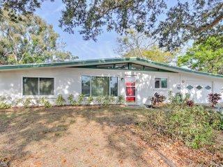 Chic Sarasota Home w/Patio - Mins From Siesta Key!