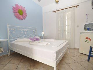 SINGLE ROOM ARE LOCATED (100) METRES FROM THE BEA