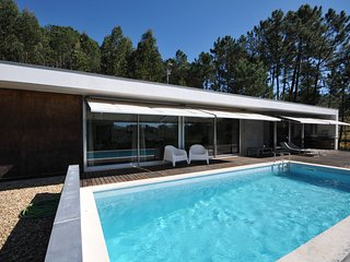 Superb contemporary style villa with river view., Caminha