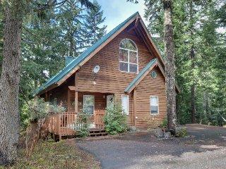 Ski home w/ mountain views and private hot tub plus separate apartment
