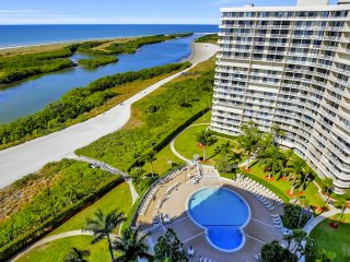 18th Floor Oasis!  Enjoy Fabulous Views of Beautiful Grounds and Gulf!, Isla Marco