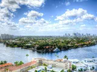 14th Floor Ocean/Beach/Intracoastal View 1 Bedroom Corner
