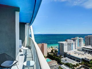 Modern Luxury Beachfront Hotel Large 1 Bedroom Great Views + 2 Balconies 20