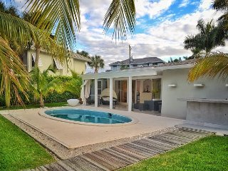 Gorgeous Waterfront Home with Pool in Near Vanderbilt Beach, Napoli