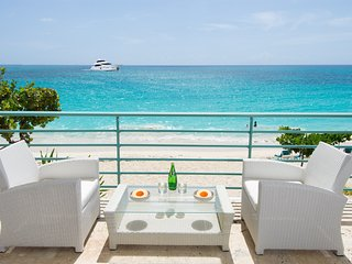 SUR MER * Coco's Beach Club... gorgeous beach front condo on beautiful Simpson, Simpson Bay