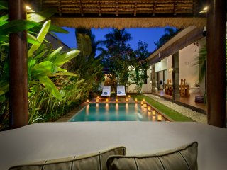 Villa Saudara 1 - 100m to Seminyak Beach. Includes full-time Butler!
