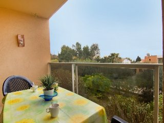 Apartment 360 m from the center of Le Lavandou with Parking, Terrace, Washing