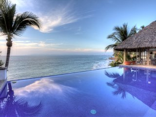 Amazing villa close to the beach with great views of the ocean and bay
