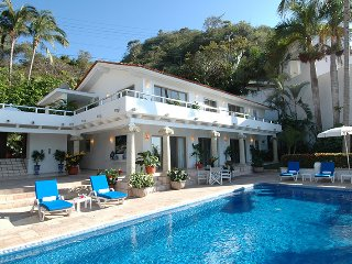 Beautiful villa front beach with great views of the bay and relaxing sea breeze