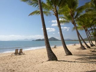 CORAL SHORES, PALM COVE - Large 1 br, ground floor beach unit, Palm Cove