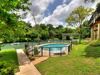 Lovely Inverness Condo w/ Balcony, River Access & Complex Pool with Sun Deck
