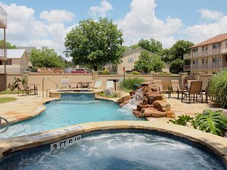Gorgeous Guadalupe River paradise - Oversized 2 bedroom/2 bath fully equipped