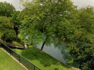 Two-Level 2 bedroom 2.5 Bath overlooking the beautiful river