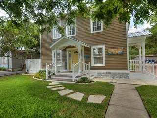 Charming 2Br house, just a few blocks from the center of Downtown New Braunfels