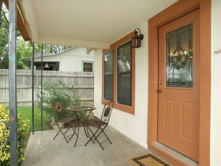 Charming Cottage near Downtown New Braunfels.