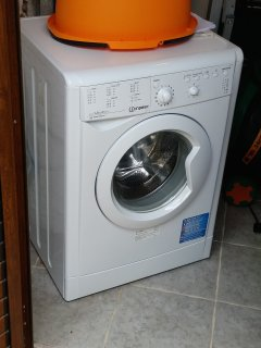 Flat equipped with washing machine, shared washing machine with Landlord.